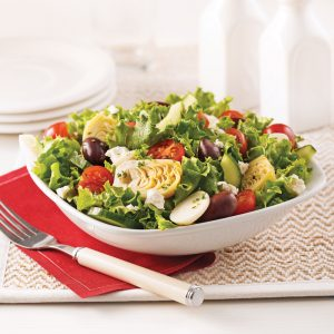 Salade de coeurs de palmier et d'artichauts