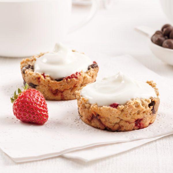 Coupes de gruau aux fraises, chocolat et yogourt