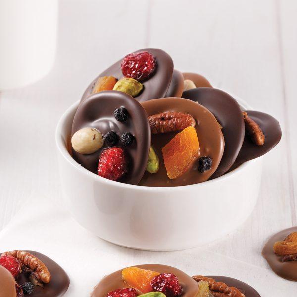 Bouchées de chocolat aux fruits et noix