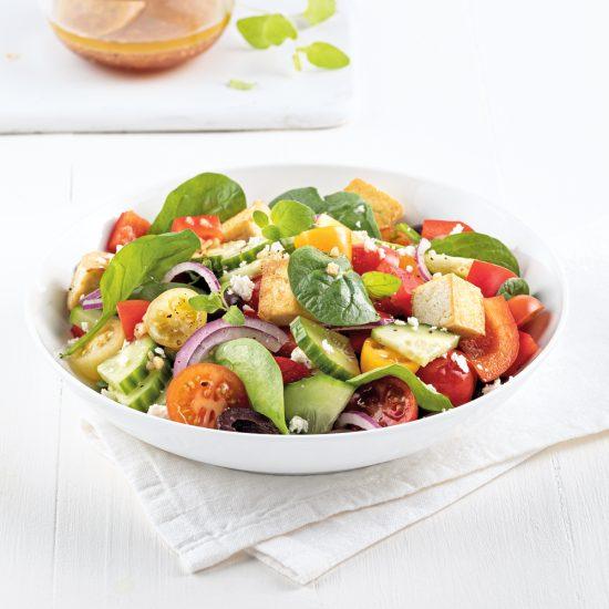 Salade grecque au tofu grillé