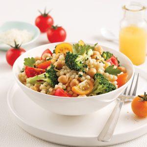 Salade de couscous israélien aux pois chiches et brocoli