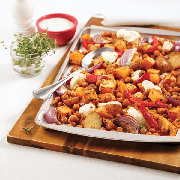 Pois chiches et légumes caramélisés sur la plaque