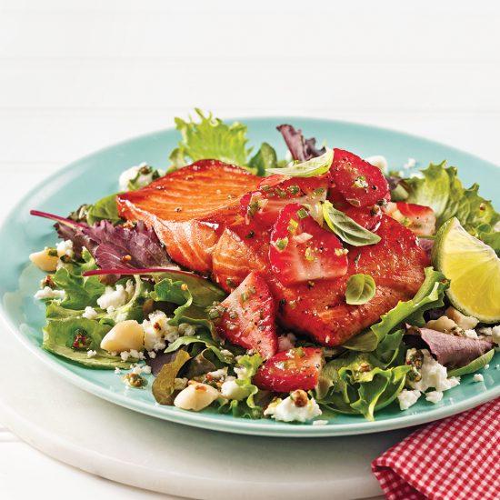 Truite saumonée caramélisée et salsa de fraises