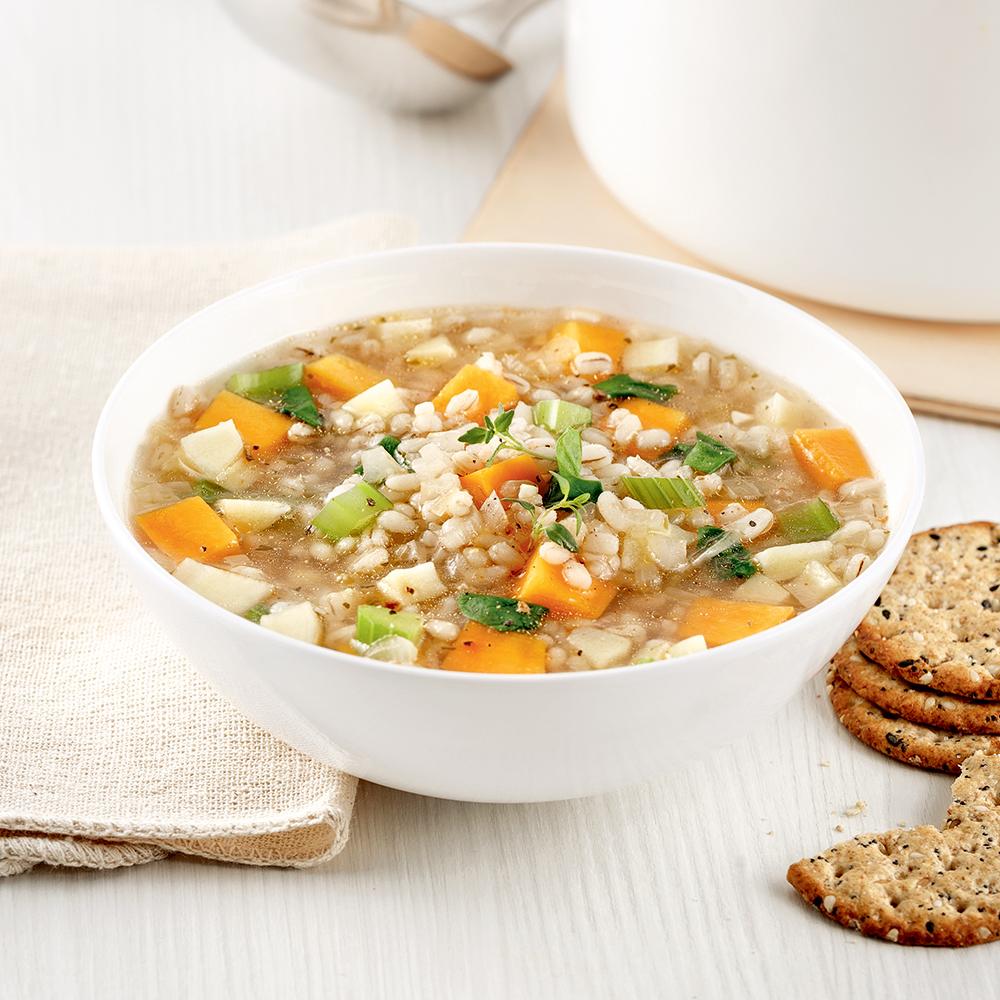 Soupe à la courge, panais, épinards et orge perlé