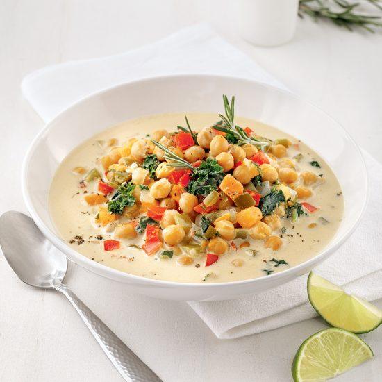 Soupe crémeuse aux pois chiches, patate douce et lait de coco à la mijoteuse