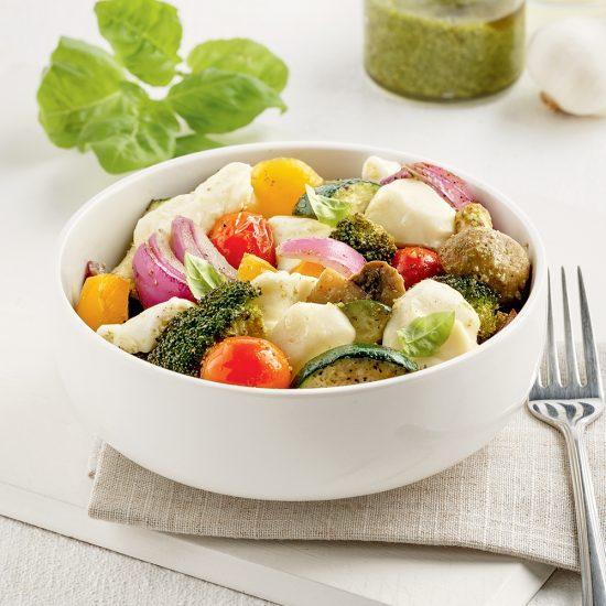 Légumes rôtis au fromage en grains et pesto