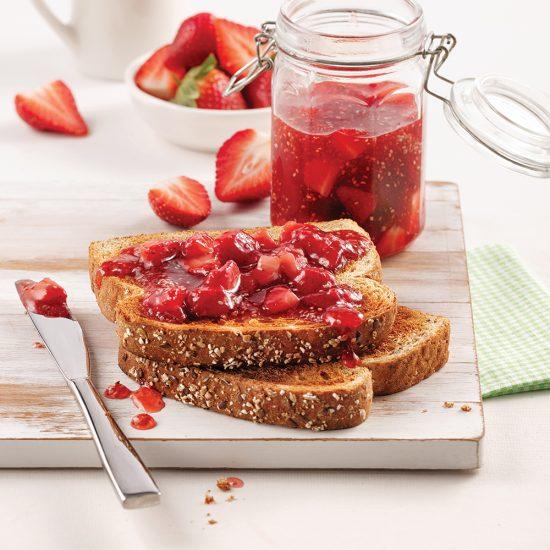 Rôties à la confiture de fraises et graines de chia