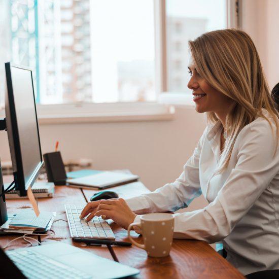 12 étirements faciles pour le travail de bureau