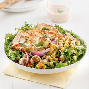 Salade de pommes de terre, maïs et poulet grillé