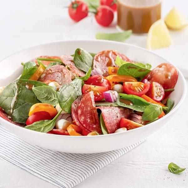 Salade d'épinards et salami à l'italienne
