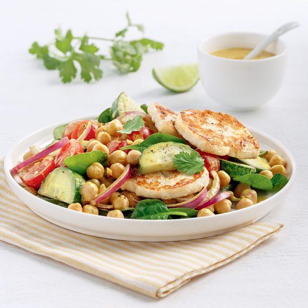 Salade tiède aux pois chiches et halloumi