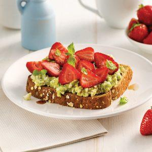 Tartine avocat, fraises et vinaigre balsamique