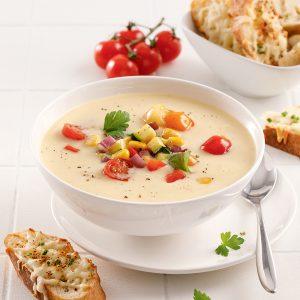 Soupe crémeuse aux légumes d'été