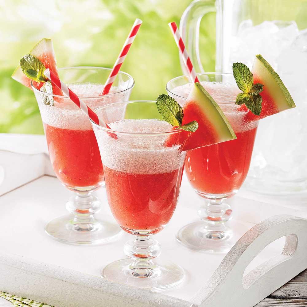 Boisson pétillante au melon d'eau, fraises et gingembre
