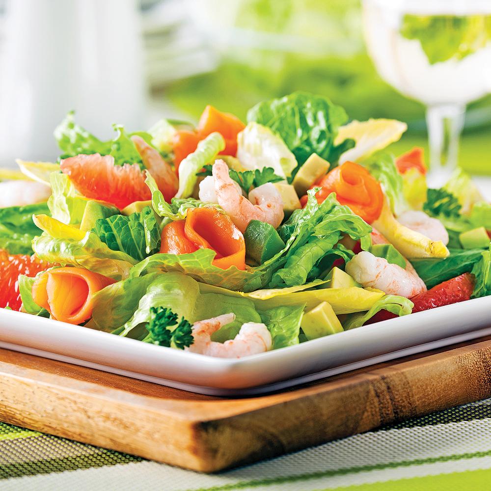 Salade fraîcheur aux crevettes nordiques et saumon fumé