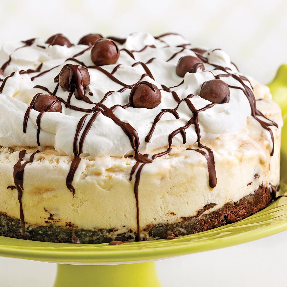 Tarte à la crème glacée et boules de chocolat au lait malté