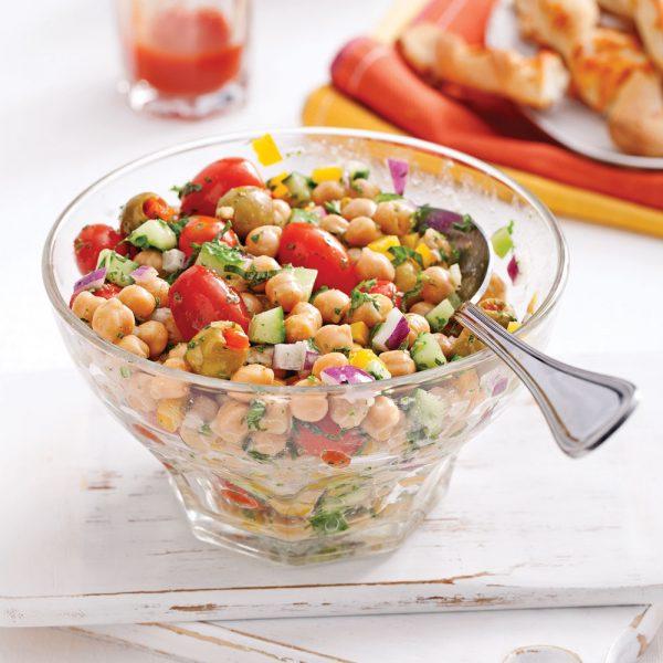 Salade de pois chiches, olives vertes et menthe