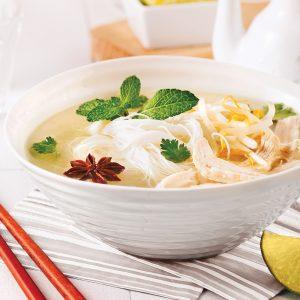 Soupe vietnamienne au poulet et vermicelles de riz