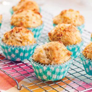 Muffins moelleux à la patate douce, fromage et bacon