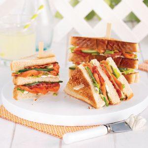Club sandwich au saumon fumé et bacon