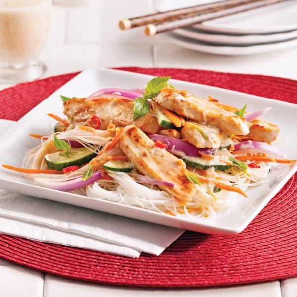 Salade tiède au poulet thaï et vermicelles de riz