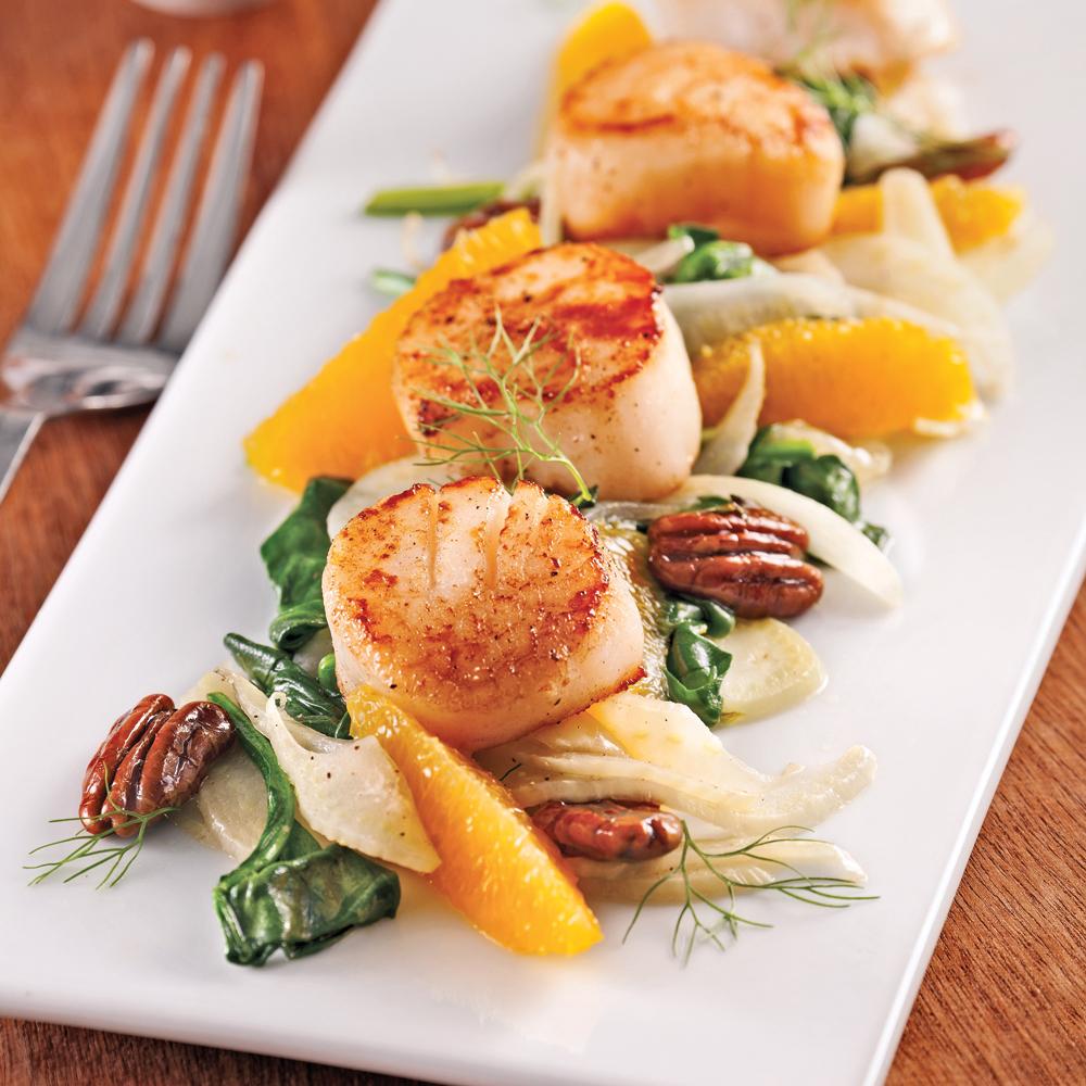 Pétoncles aux pacanes caramélisées, oranges et fenouil