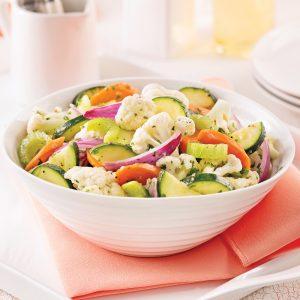 Salade de chou-fleur, carottes et courgettes marinées