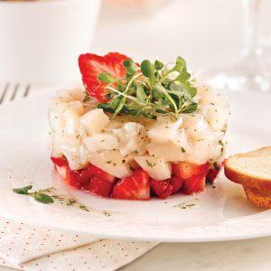 Tartare étagé de pétoncles et fraises