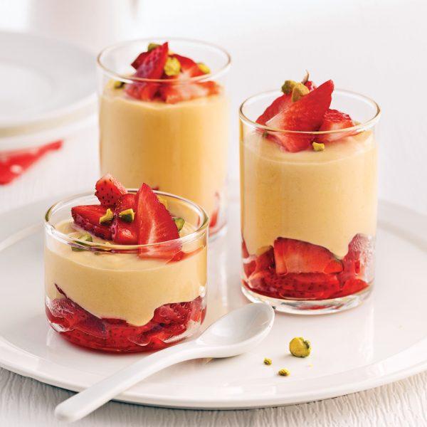 Verrines crème à l'érable, fraises et pistaches