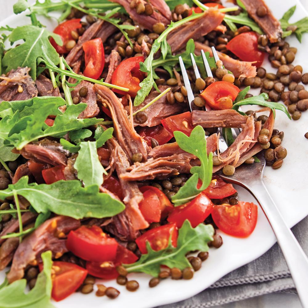 Salade tiède de lentilles, canard confit et roquette