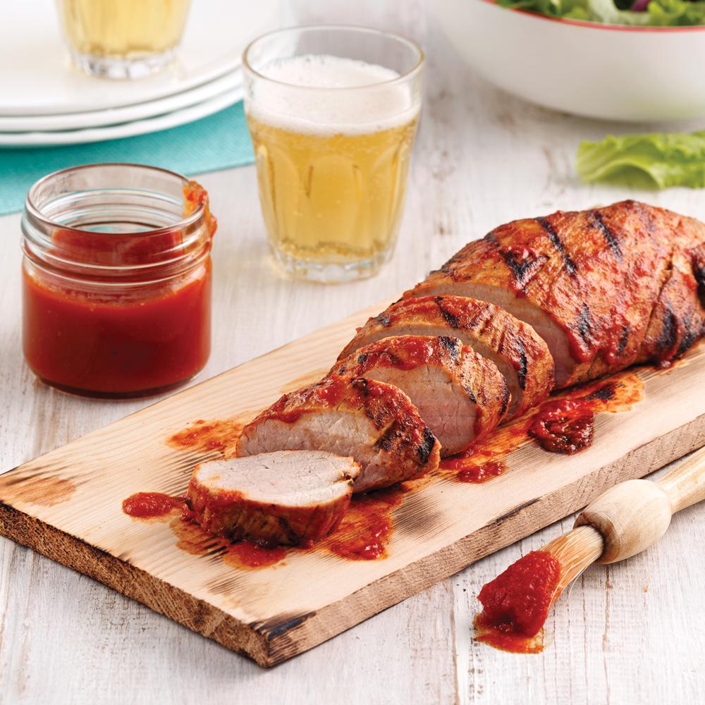 Filet de porc sauce barbecue, sur planche de cèdre