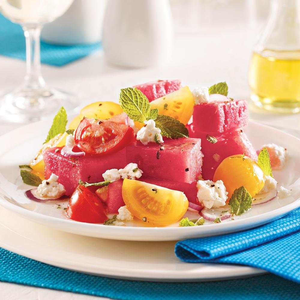 Salade de melon d'eau, tomates cerises et cheddar de chèvre