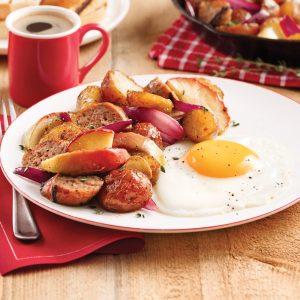Saucisses déjeuner aux pommes et oignons