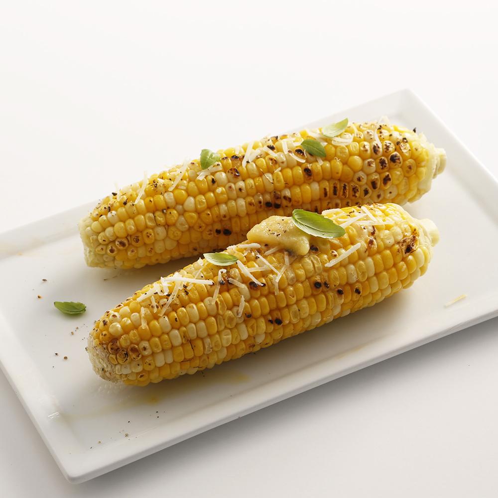 Maïs grillé parmesan et basilic
