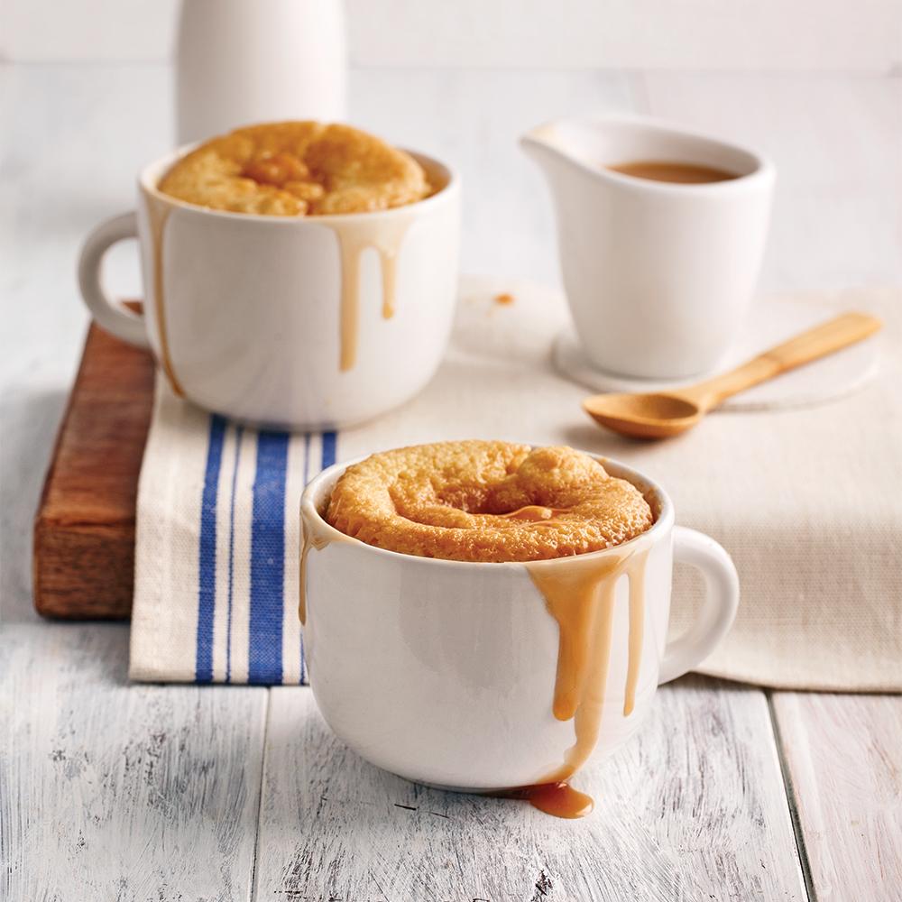 Pouding chômeur en tasse au caramel salé et Amarula