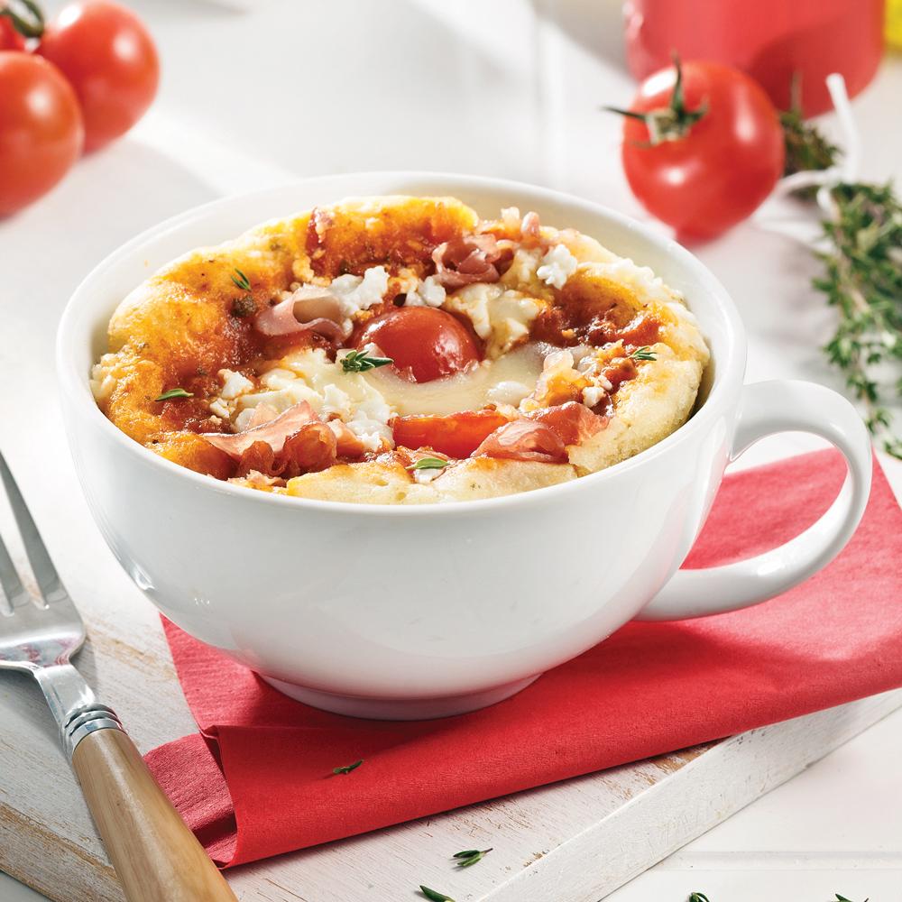 Pizza au prosciutto, fromage de chèvre et mozzarella