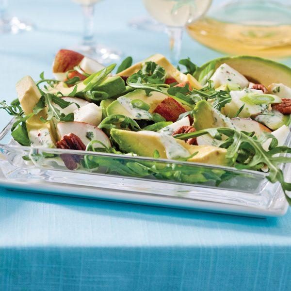 Salade d'avocats et pommes, vinaigrette au yogourt et moutarde à l'ancienne