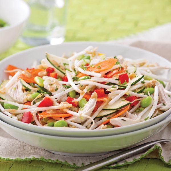 Salade de légumes et poulet, vinaigrette au miso