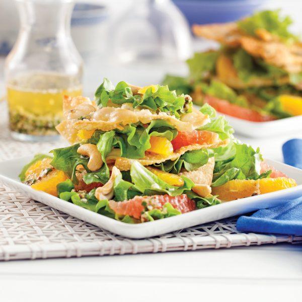 Salade étagée aux wontons croustillants