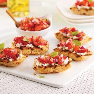 Bruschettas paninis aux tomates et fraises