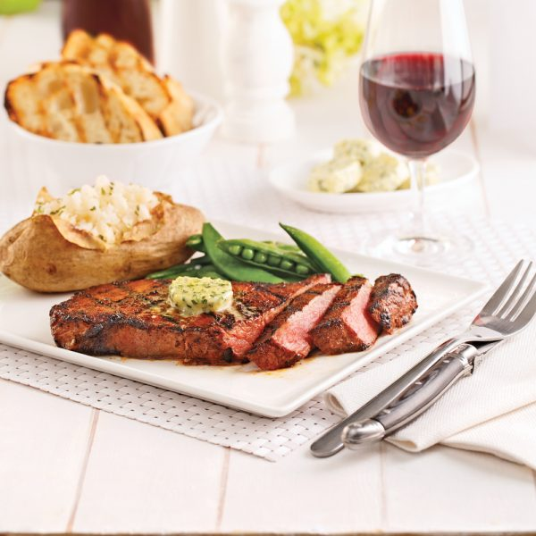 Steaks New York et beurre aux herbes