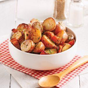 Salade de pommes de terre grillées et bacon