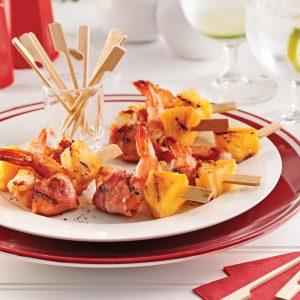 Mini-brochettes de crevettes, ananas et pancetta