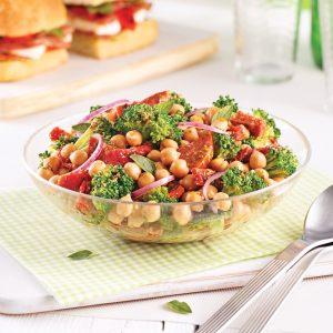 Salade de pois chiches, brocoli et salami