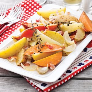 Pommes de terre et patates douces aux fines herbes et bacon