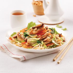Egg roll déconstruit sur nouilles asiatiques