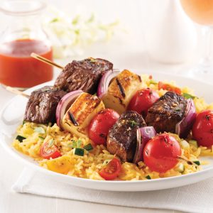 Brochettes de filet mignon, tomates et halloumi