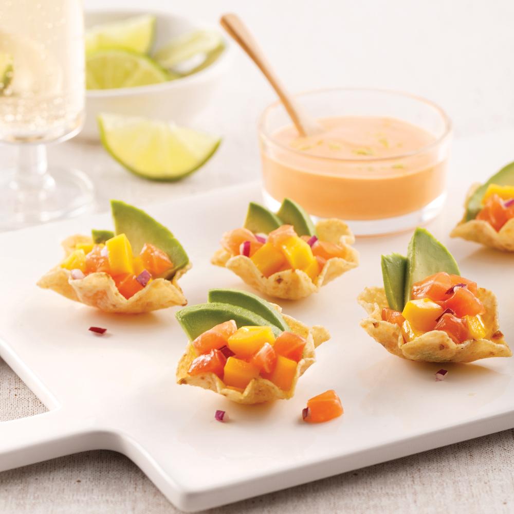 Mini poke bowl au saumon en coupelles