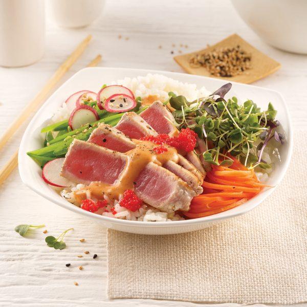 Poke bowl au thon, sauce thaïe épicée
