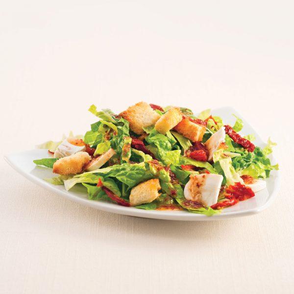 Salade aux tomates séchées, champignons et croûtons